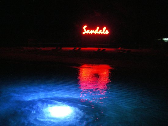 Sandals Royal Bahamian Spa Resort & Offshore Island: View leaving Sandals Cay at night after dinner at Cafe Goombay