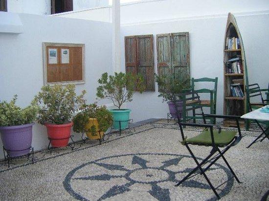 Filoxenia Cozy: Courtyard
