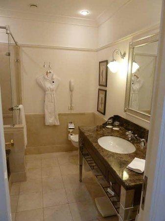 The Ritz-Carlton, Budapest: Bathroom