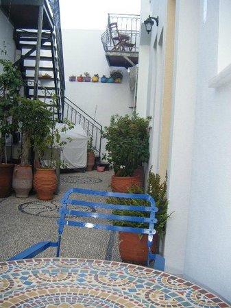 F Charm Hotel: Courtyard