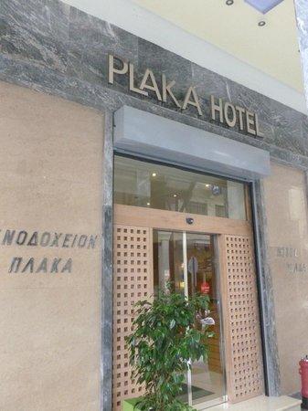 Plaka Hotel: Outside Hotel