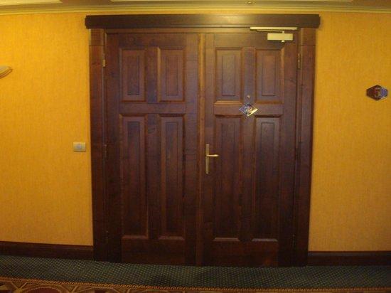 Art Deco Hotel Imperial:                   Porta quarto 512