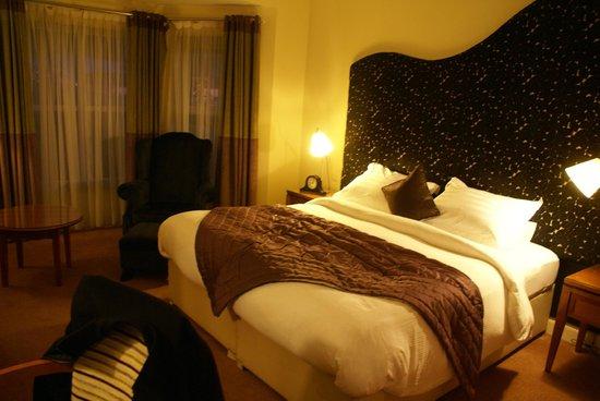 Brook Lane Hotel:                   comfy room!