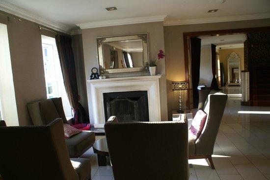Brook Lane Hotel:                   lobby sitting area