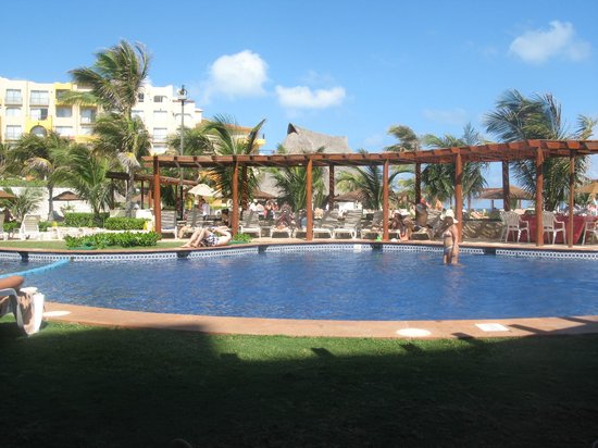 Fiesta Americana Condesa Cancun All Inclusive:                   small pool