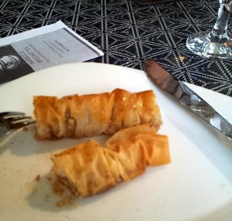 Le Kristo:                                     Desert of crushed walnuts and honey in ?filo? pastry