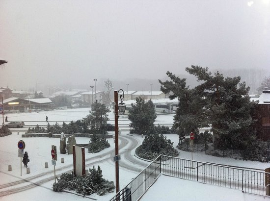 Chillchalet : Looking across Bourg on snowy morning