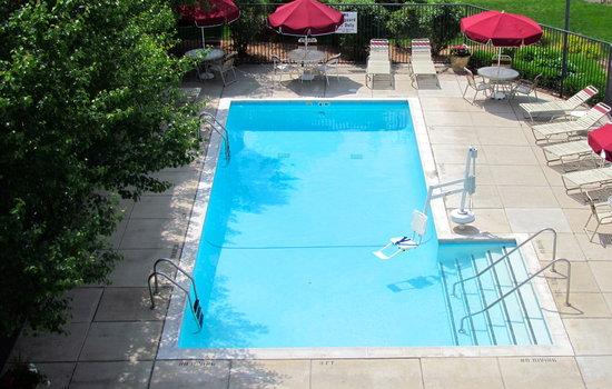 Residence Inn Detroit Livonia: pool