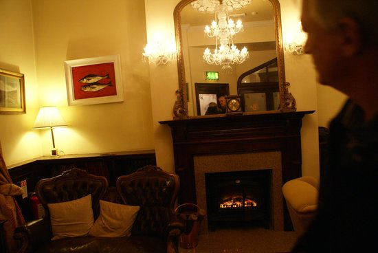 Dingle Benners Hotel:                   lobby sitting area