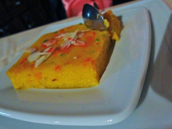 ... : dessert tiède : gâteau de semoule très fin à la noix de coco