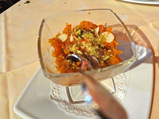 LE MAHARAJAH :                   dessert chaud : genre de crumble beurré surmonté d'amandes effilées