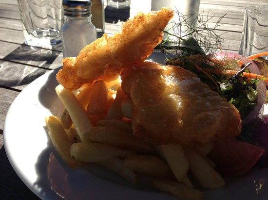 The Tin Hut: Beer battered fresh fish - what better?