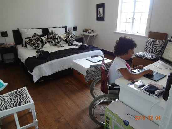Impangele B and B & Self Catering Cottage:                                     Zebra Room