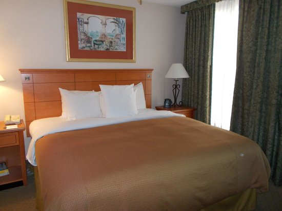 Homewood Suites Orlando-International Drive/Convention Center:                   Bed
