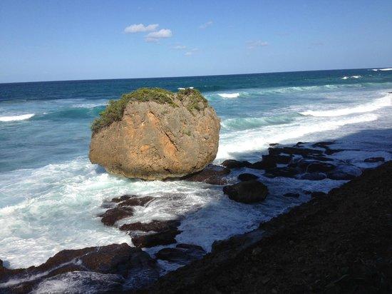La Llave del Mar: Rugged scenic Guajataca Beach walk