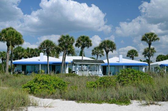 Gulfside Beach Club : Gulfside beach bungalows view from beach