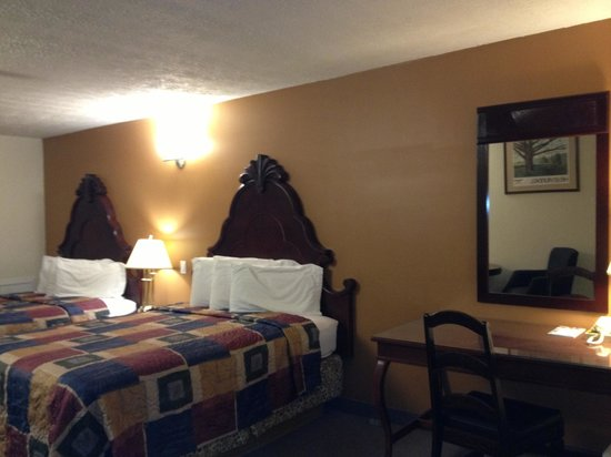 Midtown Motel & Suites: Two Queen Bed