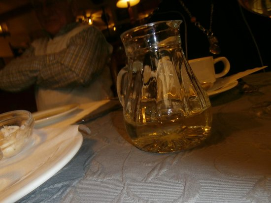Flair Hotel Adlerbad: Cute pitchers of wine