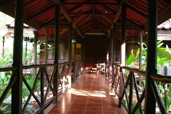 Pachira Lodge:                   Covered gallery