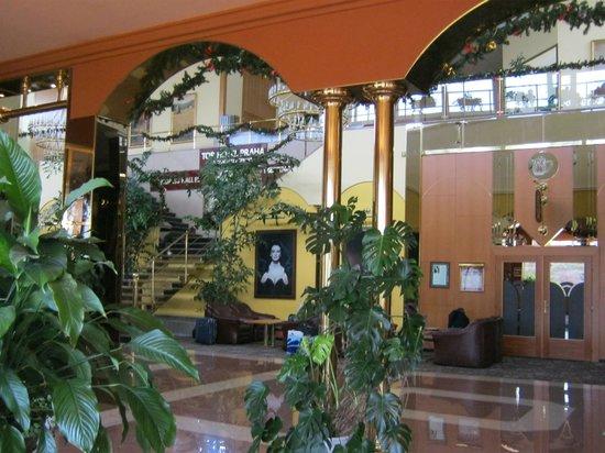 TOP HOTEL Praha: central hall