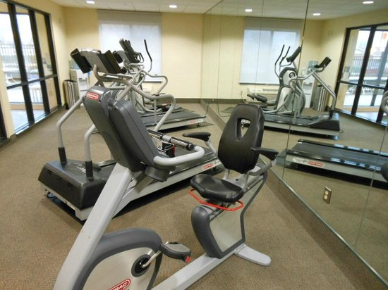 Best Western Plus Castlerock Inn & Suites: Exercise equipment in a special room