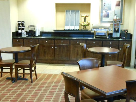 Best Western Plus Castlerock Inn & Suites: lobby area