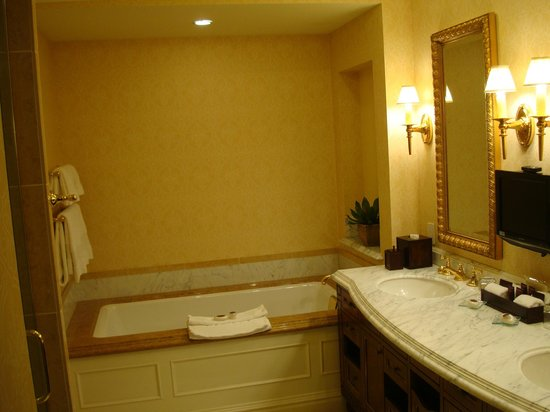 Fairmont Grand Del Mar: Soaking tub