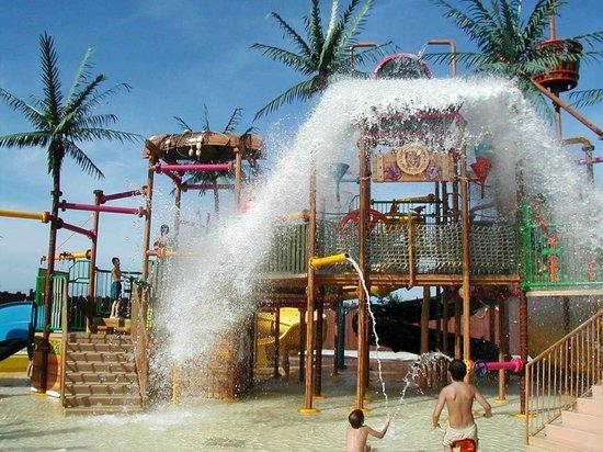 Water Country :                   Tahiti Treehouse soaking
