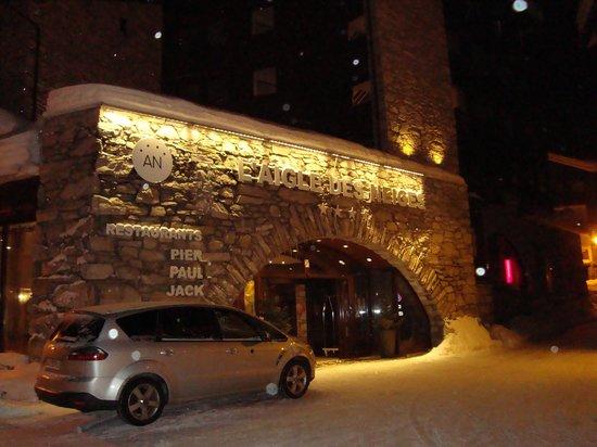Hotel L'Aigle des Neiges:                   Hotel front