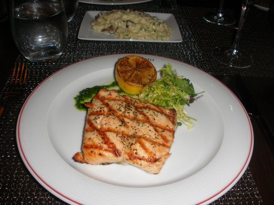 Westin Mission Hills Golf Resort & Spa: Delicious salmon dinner at Pinzimini