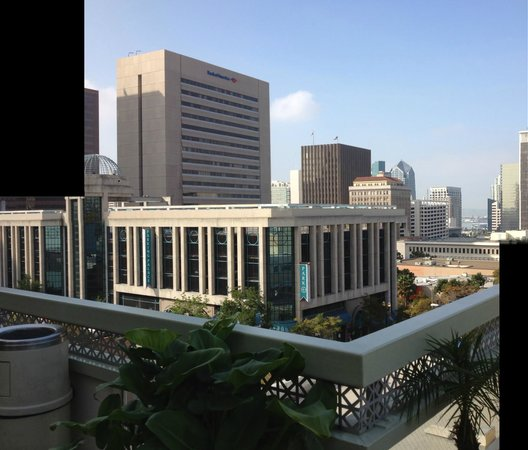Holiday Inn Express San Diego Downtown: View from front porch