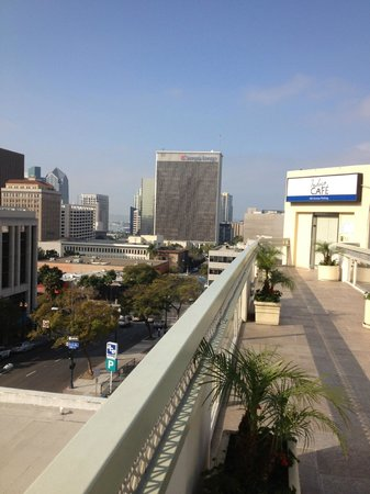 Holiday Inn Express San Diego Downtown: Another view from front porch