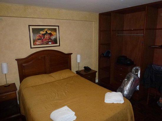 Hotel Cordillera Real:                   Habitación