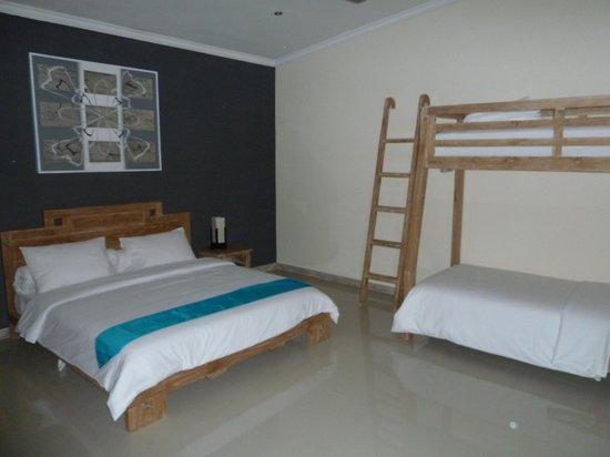 Villa Besar:                                     family room