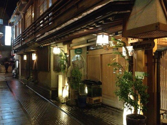 Senshinkan Matsuya:                   Вход в Риокан
