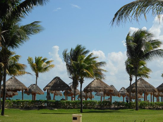 Secrets Capri Riviera Cancun:                   View of the beach area