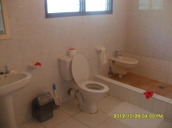 Chez Batista Villas : Bagno con doccia allagabile