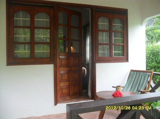 Chez Batista Villas: Verandina privata