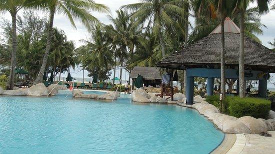 Nexus Resort & Spa Karambunai:                   Outdoor Pool
