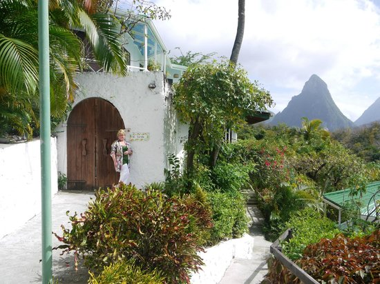 Anse Chastanet:                   Entry to our room