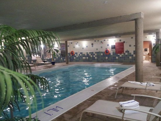 Days Inn & Suites West Edmonton: Pool