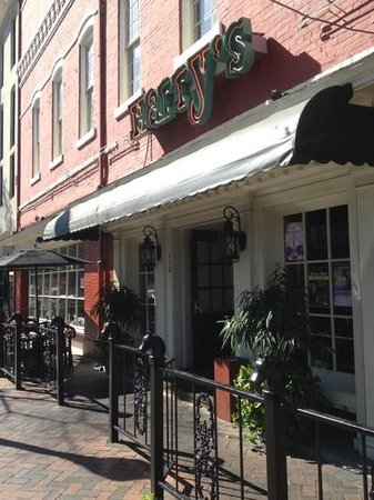 Harry's Seafood Bar & Grille: awning