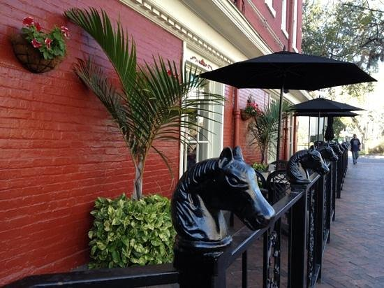 Harry's Seafood Bar & Grille: outside dining