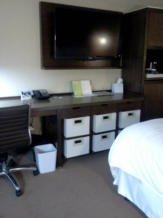 Four Points by Sheraton Mall of America Minneapolis Airport:                   Neat storage/work area
