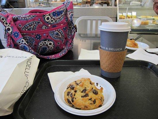 Dean & DeLuca Cafe - Rockefeller Plaza : Yummy morning treat and vanilla latte