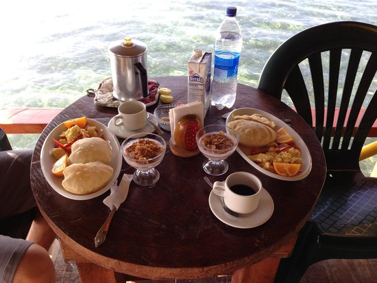 Coral Cay Cabins :                   Breakfast