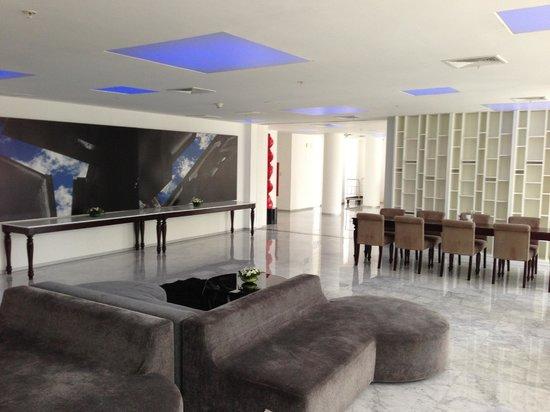 NM Lima Hotel:                   フロント・ロビー
