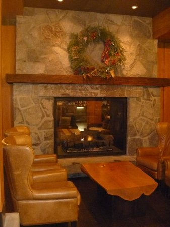 Nita Lake Lodge:                   Hotel