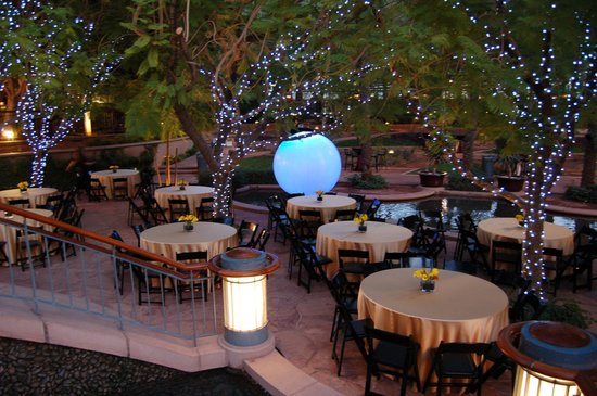 Canyon Cafe: Outdoor dining at its best!