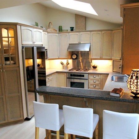 West Wind: Gourmet kitchen